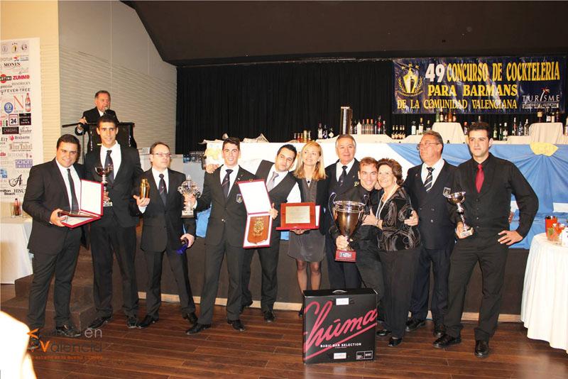 Los triunfadores Sergio Valls y Adrián Navarro junto con los demás premiados